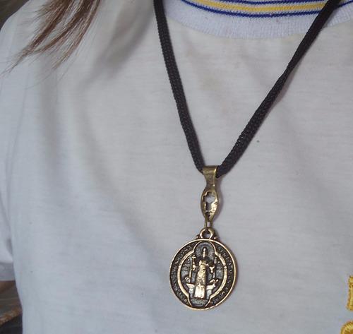 Pingente Medalha De São Bento No Cordão Mais Brinde Original