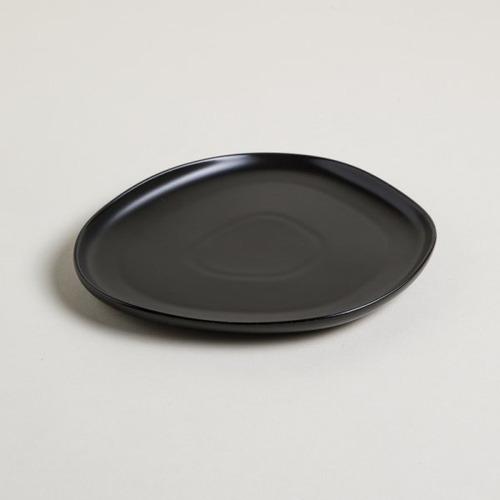 Bandeja Irregular De Ceramica Negro Kenia 21x19 Color
