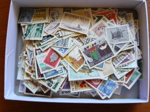 Caja 13x17x4 Con Estampillas De Canadá