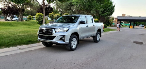 Toyota Hilux 4x2 D/c Sr 2.4 Tdi 6 M/t L19