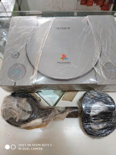 Playstation 1 Fat Com Dois Controles Paralelos E Um Jogo