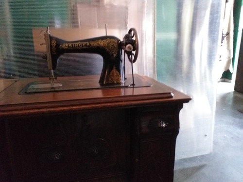Maquina De Coser Singer Antigua Con Mueble  Funcionando