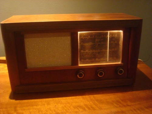 Rádio Antigo Zenith Valvulado