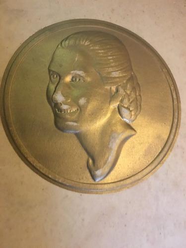 Libro Eva Perón  En El Bronce