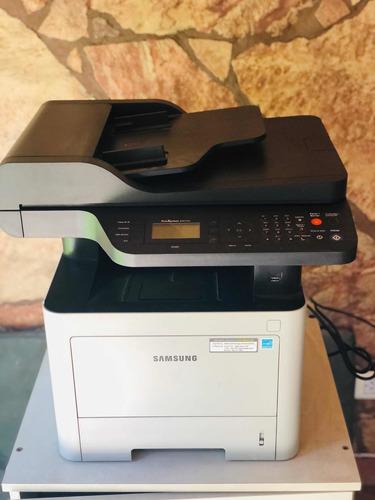 Impresora Multifunción Samsung Express M4072fd Con Mesa.