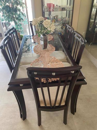 Sala De Jantar Com 6 Cadeiras Estofadas