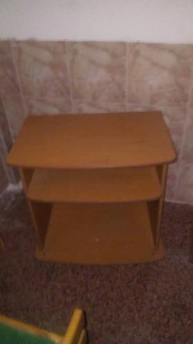 Vendo Mesa Para Televisor Con Ruedas.