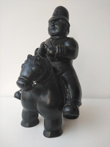 Botero, Bronce  Policia De Pietrasanta