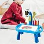 Escritório De Aprendizagem Infantil Com Mesas De Pintura