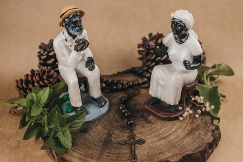 Escultura Imagem Casal De Pretos Velhos Resina 15 Cm