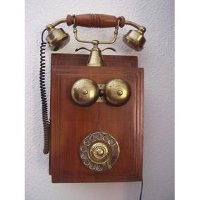 Telefone Antigo Em Madeira