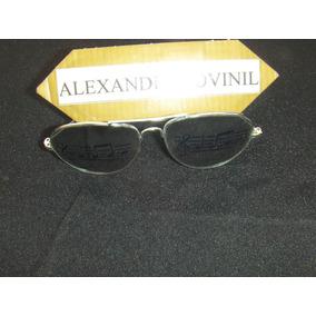 Óculos De Sol Espelhado Com Partitura Impressa Nas Lentes b9706e57d3