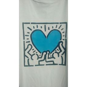 Camiseta Stencil - Homens Tem Coração - Keith Haring