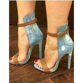Sandália Kardashian Jeans