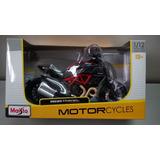 Moto Ducati Diavel Carbón A Escala 1/12, 18cms De Largo