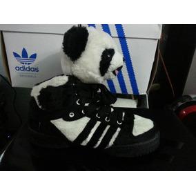 size 40 b493f 3148e Tenis adidas Jeremy Scott Panda.