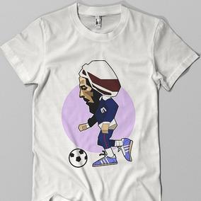 Remera Blanca De Bob Marley Jugando Al Futbol Remeras Manga Corta