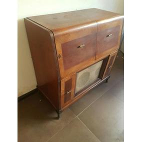 Combinado. Tocadisco Y Radio En Mueble Antiguo.