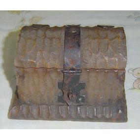 Baú Em Madeira E Latão Antigo - Medindo 12 X 7 X 7cm.