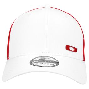 Boné Oakley New Era Metal Square O Tamanho S m White  Red · R  230 e1c563223d4