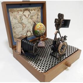 Miniaturas Objetos Antigos Em Metal Com Máquina Fotográfica