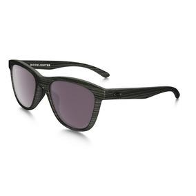 f52e3e44848a9 Oculos Oakley Moonlighter Prizm Daily Polarized Woodgrain. R  499