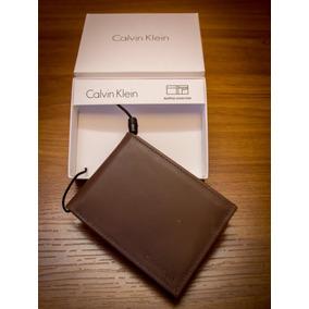 Carteira Slim Calvin Klein - Carteiras Masculinas Marrom no Mercado ... 50c9e0558f