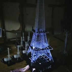 Torre Eiffel Con Luz Para Ceremonia De Cintas
