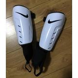 Caneleira Infantil Nike Original - Esportes e Fitness no Mercado ... 6872e6070d76b