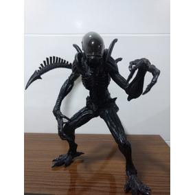 Boneco Alien