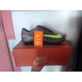Tênis Nike Mercurial Campo