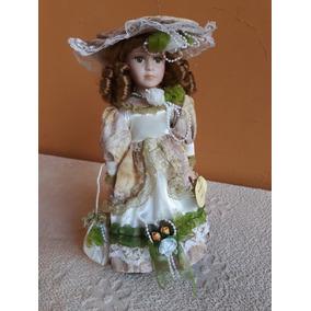 Boneca De Porcelana 30cm Evelyn Com Pedestal