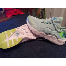 Nike Air Huarache No. 23.5