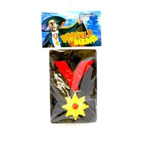 Medalla De Dracula Plastico Color Oro C/rojo