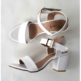 b96ddf9a8 Sandalia Branca Noiva Salto Medio Feminino - Sapatos no Mercado ...