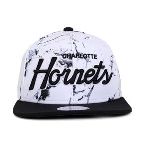 Boné Mitchell And Ness Snapback Charlotte Hornets Branco Ori 2ee015b220f