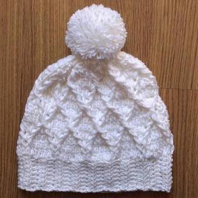 701d8b801f024 Gorro Branco Touca Branca Pompom Crochê Lã Moda Blogueira