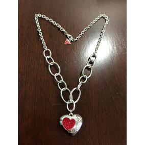 Collar Plateado Guess De Corazón De Pedrería Rojo