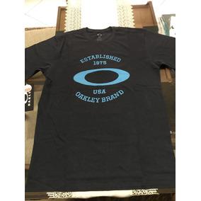 Camiseta Oakley Preta Original - Camisetas e Blusas no Mercado Livre ... b8d095b79c3