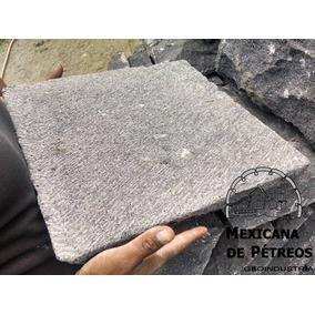 Recinto Volcánico Negro Macheteado 100% Artesanal 40 X 40 Cm