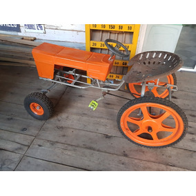 Antiguo Tractor A Pedales