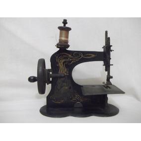B. Antigo - Máquina De Costura Em Miniatura Americana