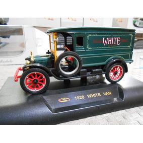 Miniatura Signature Models 1920 White Van 1/32