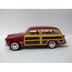 Miniatura Ford Woody Wagon (1949) 1:40