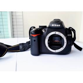 Câmera Nikon D5000 (corpo + Bateria + Carregador + Filtros)