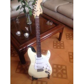 Guitarra Eléctrica Squier Strat By Fender Con Amplificador.