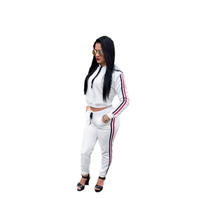 Conjunto Feminino Calça E Jaqueta Com Capuz. Ref: 422