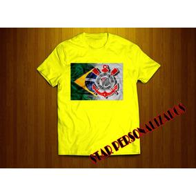 da39c127a1 Camiseta Verde E Amarela Com O Distintivo Do Corinthians - Camisetas ...