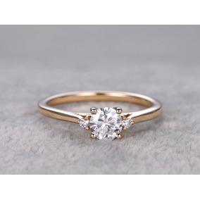 Anel Solitario De Diamante - Anel Solitário de Ouro Feminino no ... 0215c4bbe3