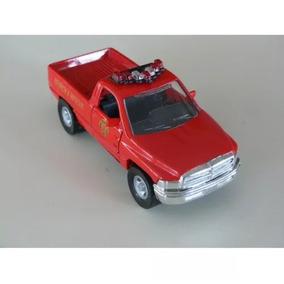Carrinho De Metal Para Coleção Camioneta Dodge Ram Vermelha